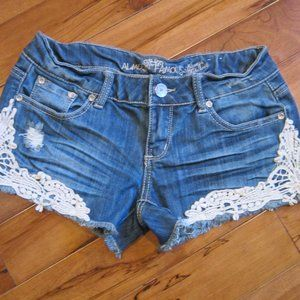 almost famous jeans shorts with crochet size 5